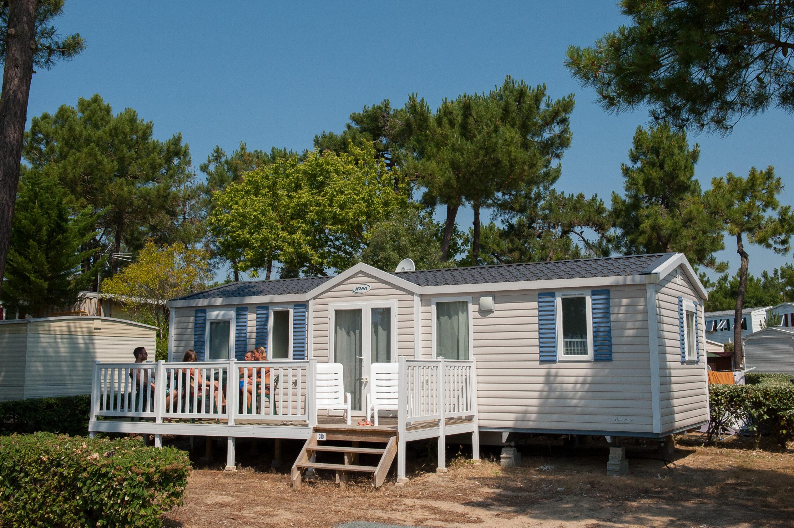 Rental-mobile-home-with-chaise-longue-camping-saint-jean-de-monts-Le-Tropicana