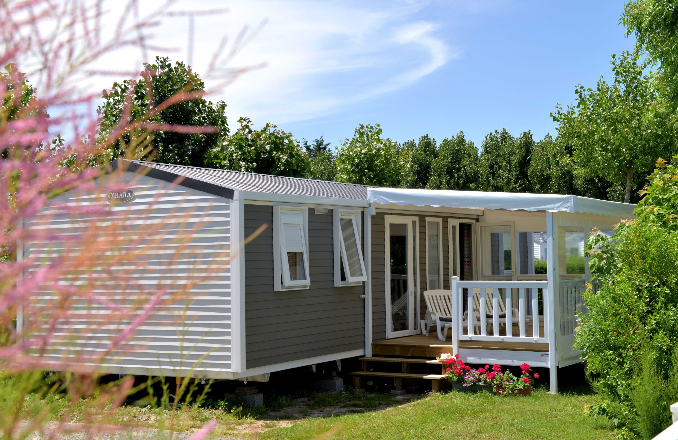 Mobile-home-rental-with-covered-terrace-camping-saint-jean-de-monts-Le-Tropicana