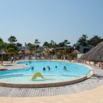 camping-vendee-piscine-exterieure-saint-jean-de-monts-Le-Tropicana