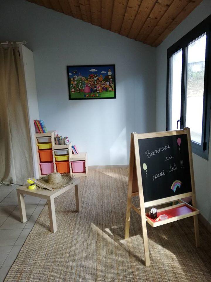 camping-vendee-saint-jean-de-monts-5-etoiles-mini-club-enfants-Le-Tropicana
