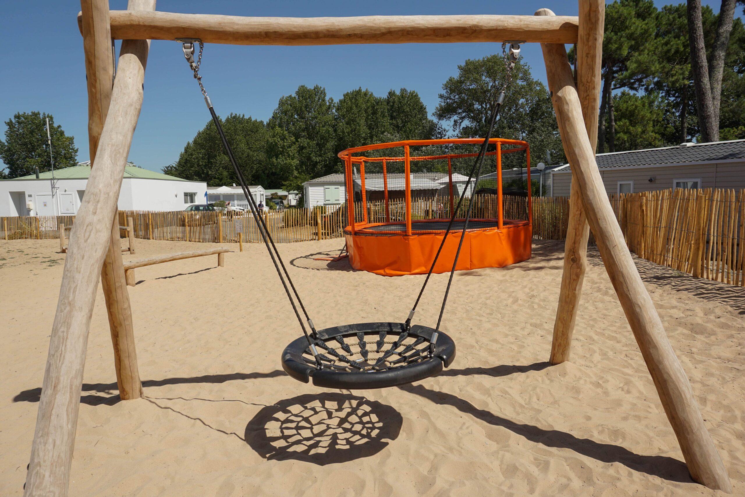camping 5 étoiles vendée avec balancoire nid d'oiseau Le Tropicana