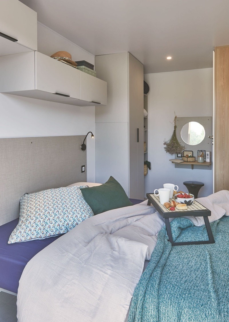 Location-mobil-home-prestige-avec-grande-chambre-camping-saint-jean-de-monts-vendee-Le-Tropicana