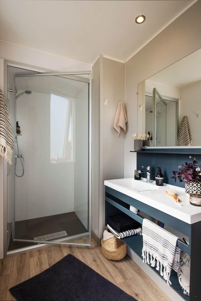 Badkamer-stacaravan-drie-slaapkamers-verhuur-saint-jean-de-monts