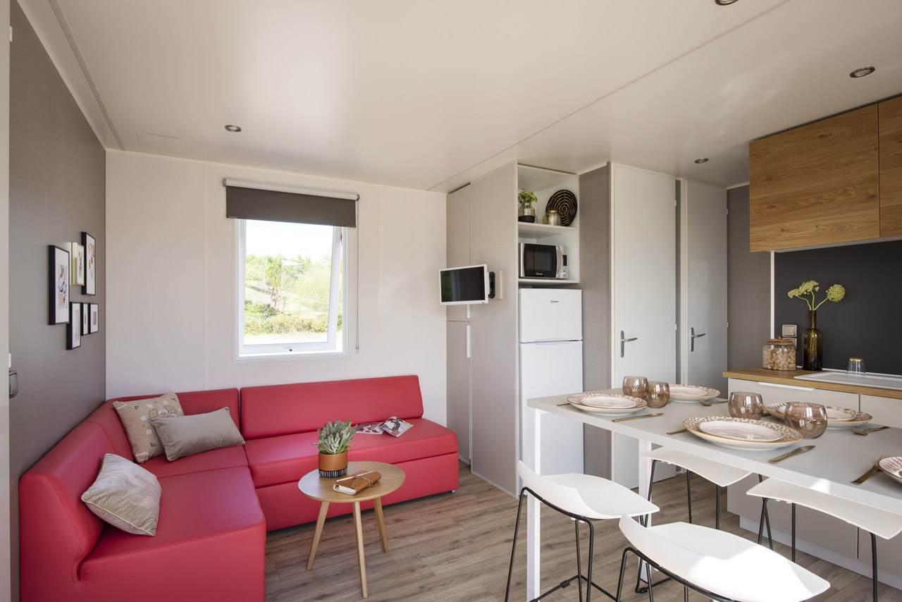 Woonkamer-woonkamer-groot-comfort-drie-slaapkamers-camping-tropicana
